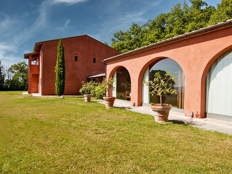 spineto-abbazia-sorgente-esterno