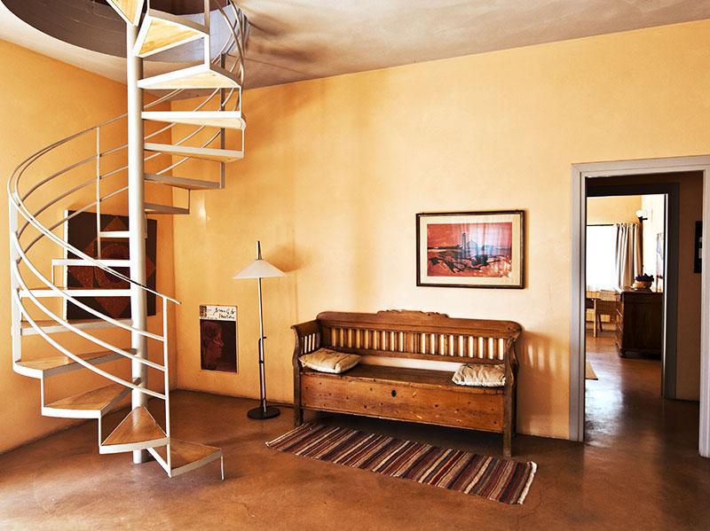 spineto-abbazia-sorgente-soggiorno-scala