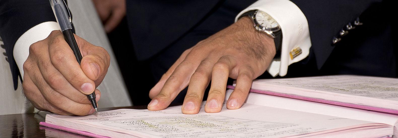 L'atto della firma in un Matrimonio civile...