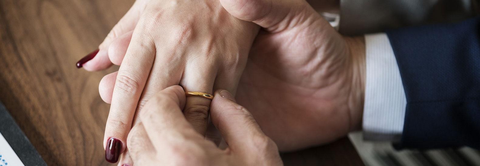 anelli-nozze-d-oro-50-anni-di-matrimonio